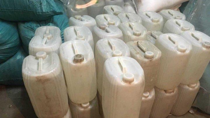 1,4 tone de alcool, provenit în regiunea transnistreană, confiscat de vameşi. Suspecţii s-au ales cu procese verbale