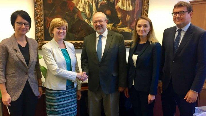 Ambasadorul Tatiana Pârvu s-a întâlnit cu Înaltul Comisar OSCE pentru minorități naționale