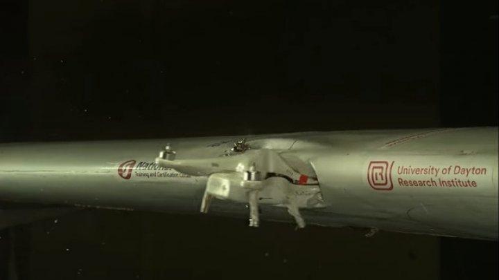 O adevărată catastrofă. Ce se întâmplă atunci când un avion se loveşte de o dronă (VIDEO)