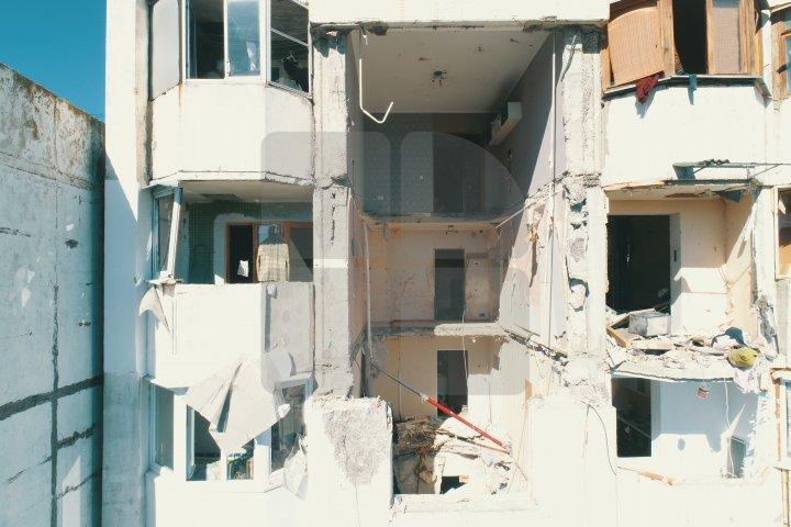 IMAGINI DIN DRONĂ. Cum arată apartamentele distruse de explozia din sectorul Râșcani (FOTO/VIDEO)