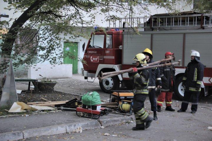 Explozie în sectorul Râşcani. Şeful IGSU: Pompierii nu au recuperat cadavrele. Există pericol de prăbuşire (FOTO)
