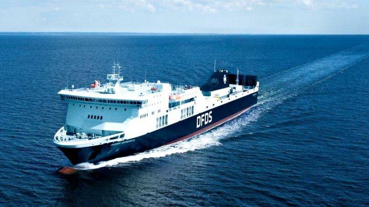 EXPLOZIE PE MARE. Un feribot care transporta 335 de persoane a luat foc în Marea Baltică