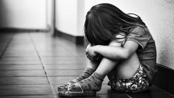 CAZ ȘOCANT! O fetiţă de doar nouă ani din Făleşti a fost BĂTUTĂ şi VIOLATĂ timp de un an de tatăl său vitreg (VIDEO)