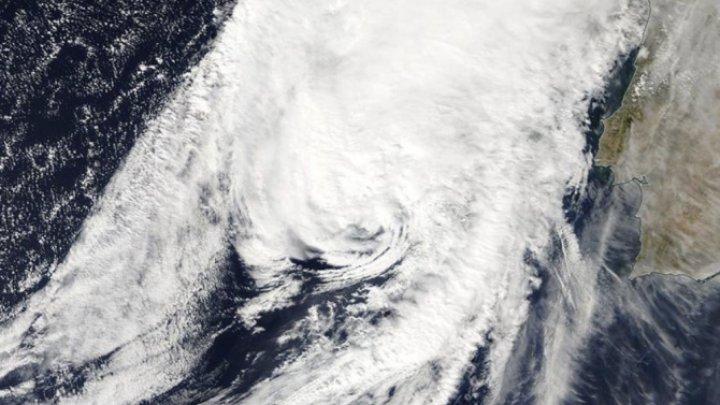 Furtuna Leslie, asemănătoare unui uragan, a lovit Portugalia şi se îndreaptă spre Spania (VIDEO)