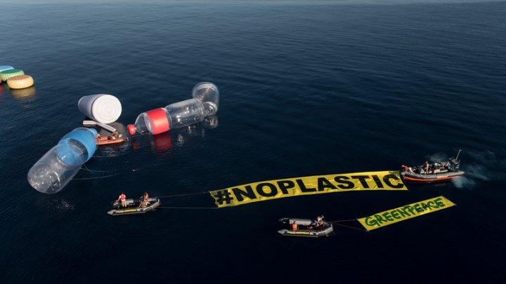 Greenpeace acuză Regatul Unit: produse exportate din Marea Britanie au fost depistate la câteva gropi ilegale de gunoi din Malaysia