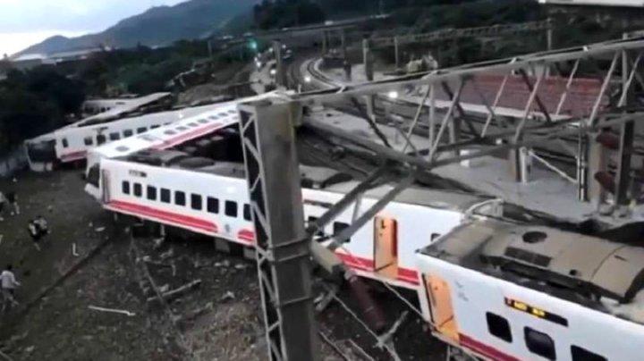 Cel puţin 17 morţi şi peste 120 de răniţi după deraierea unui tren în Taiwan