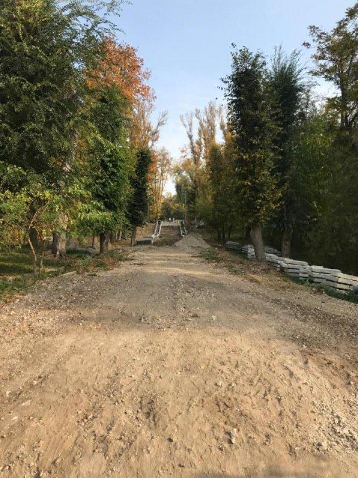Primăria a găsit bani pentru finalizarea lucrărilor de reconstrucţie a Scării nr. 4 din parcul Valea Morilor