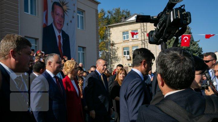 Vizita lui Erdogan în Găgăuzia: Oamenii au fost serviţi gratis cu bucate turceşti (FOTOREPORT)