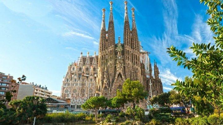 Intrarea la catedrala Sagrada Familia din Barcelona, blocată de protestatari