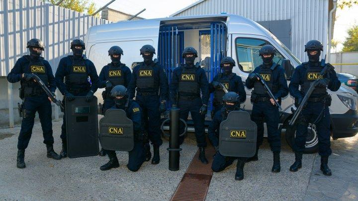PERCHEZIŢII la Primărie şi alte 30 de adrese din Capitală. 25 persoane au fost escortate la CNA pentru audieri