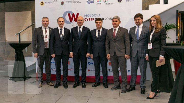 Moldova, în lupta cu hackerii. Șase milioane de atacuri sunt înregistrate anual în țara noastră (FOTOREPORT)