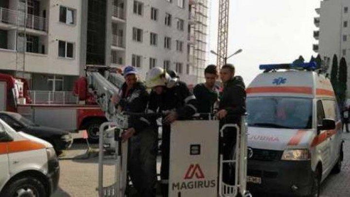 INCENDIU într-un bloc din Cluj-Napoca. 20 de persoane, blocate la etajele superioare ale clădirii