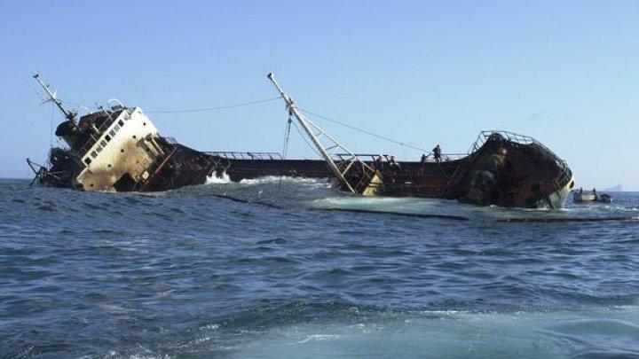 O navă încărcată cu fier vechi s-a scufundat în Marea Neagră