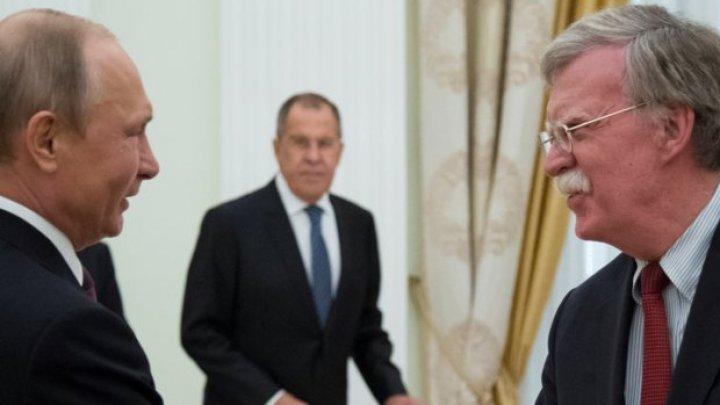 SUA şi Rusia schimbă modelul relaţiei. John Bolton a venit la Moscova fără ramura de măslin