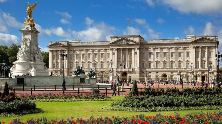Palatul Buckingham va tăia 380 de locuri de muncă din cauza efectelor pandemiei de COVID-19