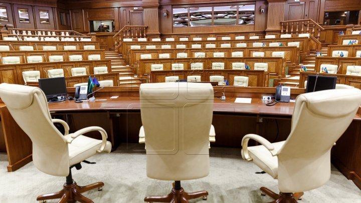 Dispute aprinse în Parlament între Andrian Candu și liderii PSRM. Introducerea vectorului european în Constituție le displace socialiștilor