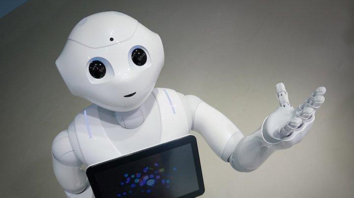 Robotul Pepper, invitat să vorbească despre inteligența artificială în faţa parlamentarilor britanici