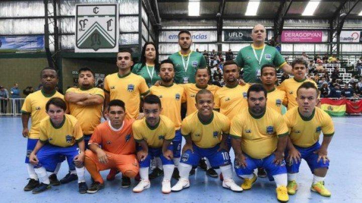 CEI MAI BUNI PITICI FOTBALIŞTI. Paraguay a cucerit Copa America, rezervată piticilor