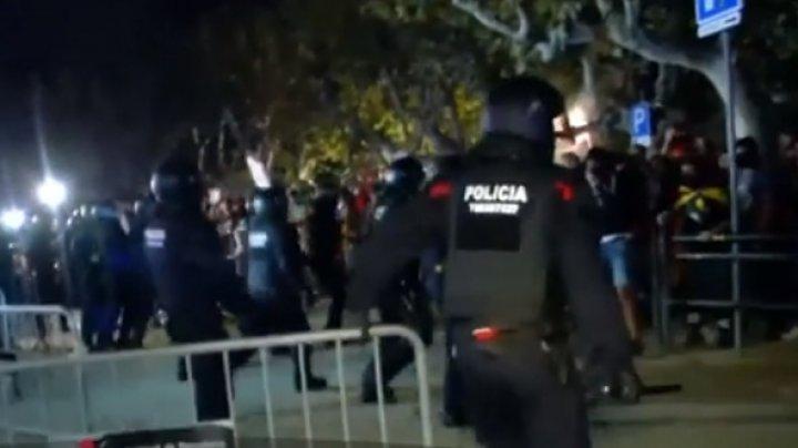 Confruntări violente în Barcelona: Mai mulţi oameni au fost răniţi