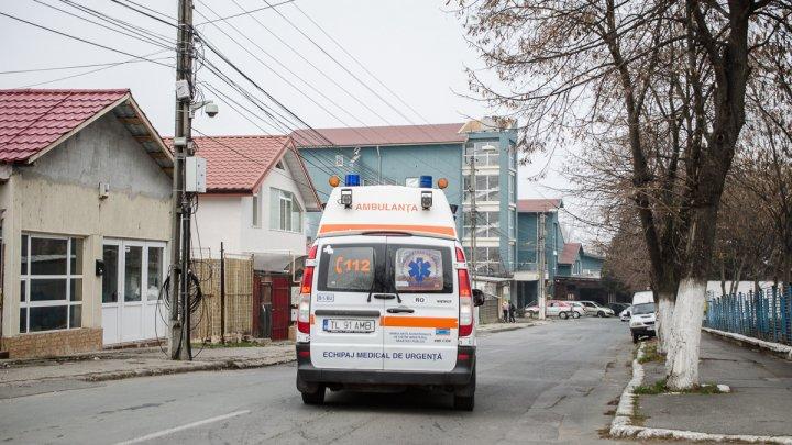 Trei elevi de la un liceu din Tulcea au fost duşi la spital cu halucinaţii şi greaţă după ce au fumat o ţigară