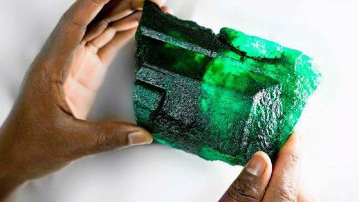 Un smarald de 1,1 kilograme va fi scos la licitaţie în curând