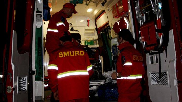 Un BĂRBAT care suferă de o maladie gravă, a fost transportat în România de către serviciul SMURD