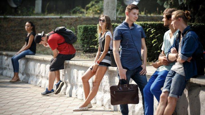 Studenţii din Capitală ar putea să nu mai înceapă lecţiile la ora opt