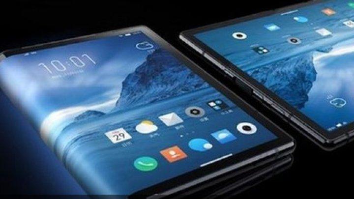 Primul smartphone pliabil din lume, lansat în China