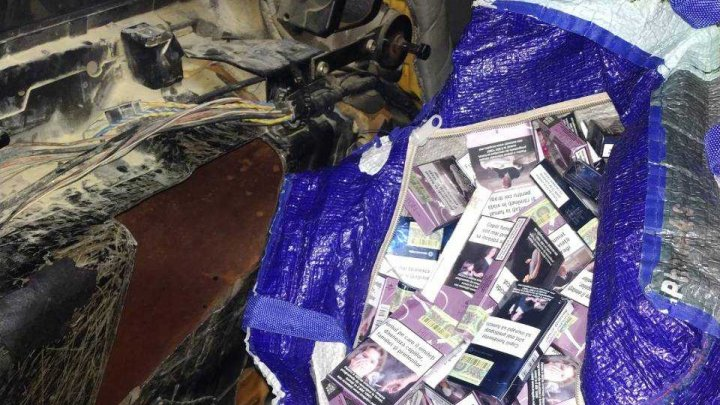 Câinele poliţiei de frontieră i-a venit de hac. Un moldovean a încercat să scoată din ţară 5.800 de țigarete