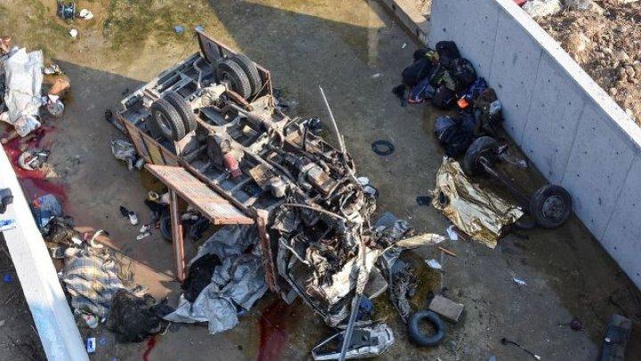 ACCIDENT GRAV în Turcia: 19 morţi, după ce un camion a căzut într-un canal de irigaţie (FOTO)
