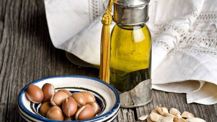 Care sunt cele mai folositoare uleiuri pentru îngrijirea tenului şi cum le utilizăm corect