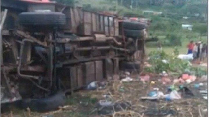 ACCIDENT GROAZNIC cu implicarea unui autocar în vestul Kenyei. Cel puţin 40 de persoane şi-au pierdut viaţa (VIDEO)