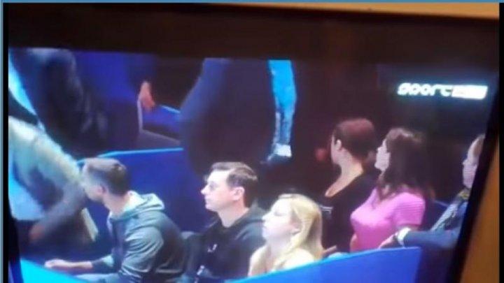 VIRAL PE INTERNET! Momentul în care doi comentatori sportivi au uitat microfonul deschis într-o pauză de meci (VIDEO)