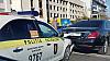 Cine este de vină pentru acest accident? O maşină de poliţie a tamponat un automobil pe o stradă din Capitală