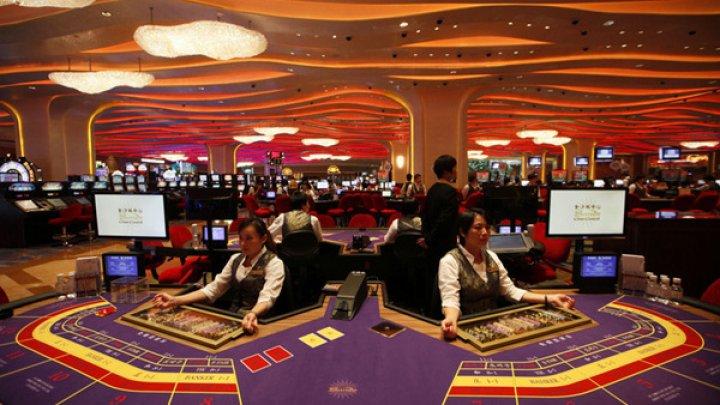 PANICĂ ÎN CHINA. Proprietarul unei firme producătoare de telefoane mobile a pierdut 1,4 miliarde de dolari în cazinouri