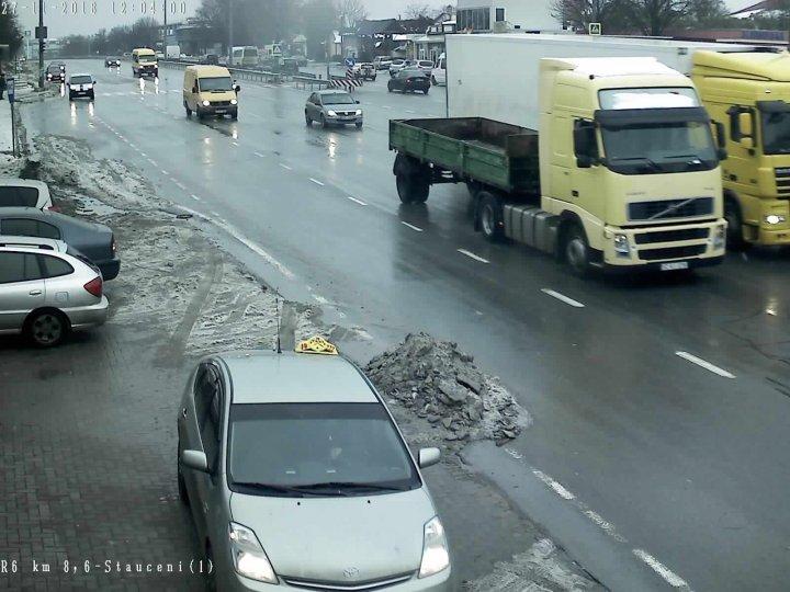 NINGE LA BĂLȚI. Cum se cirulă la acestă oră pe drumurile naționale (GALERIE FOTO)