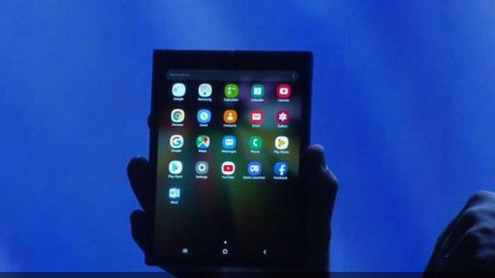 Samsung şi-a prezentat telefonul pliabil. Ce poate face Infinity Flex (VIDEO)
