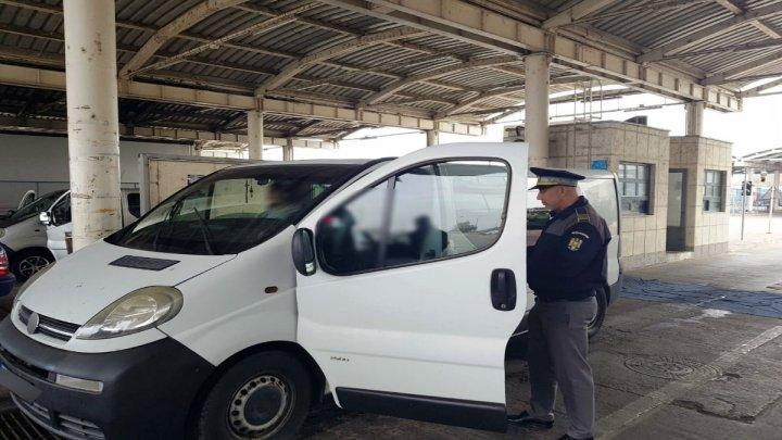 Un moldovean fără permis de conducere a încercat să treacă frontiera la volanul unui automobil