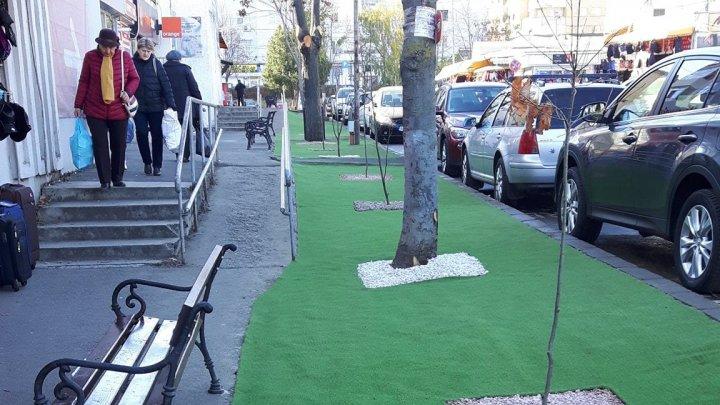 NO COMMENT. Oraşul în care autorităţile au decis să pună gazon artificial pentru că... nu are nevoie de îngrijire (FOTO)
