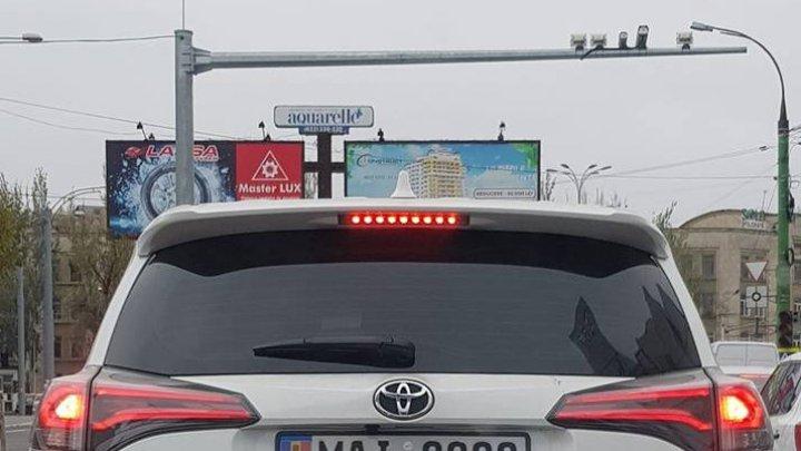 Dragul meu număr? Cu ce număr de înmatriculare a fost surprins un şofer pe o stradă din Chişinău (FOTO)