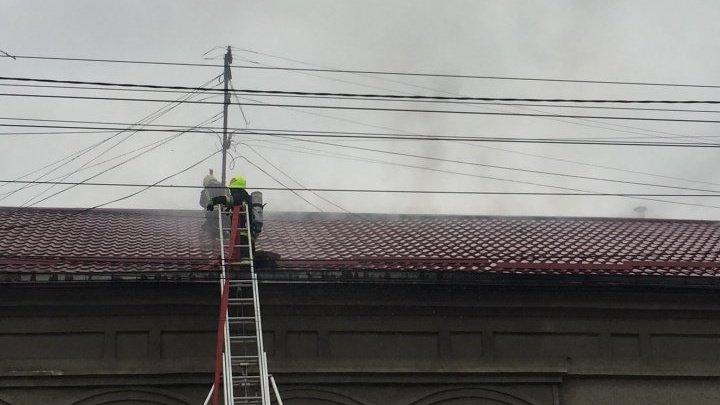 Sediul Radio Chișinău, afectat de incendiul din această dimineață de pe strada București din Capitală
