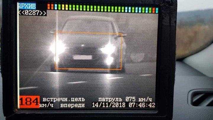 Cu viteză ca pe autostradă pe drumurile din Moldova. Doi șoferi, reținuți
