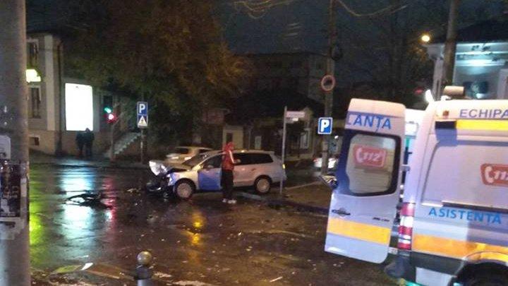 ACCIDENT VIOLENT în centrul Capitalei. Doi oameni au ajuns la spital cu RĂNI GRAVE (FOTO)