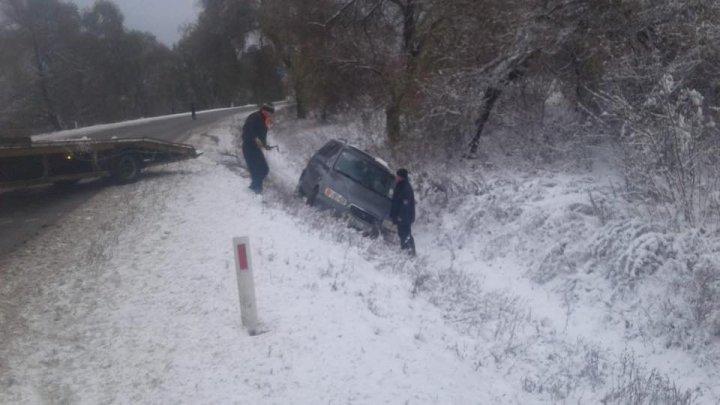 Accident pe traseul Hîncești – Chișinău. Patru sportivi minori și antrenorul acestora, ajutați de polițiști