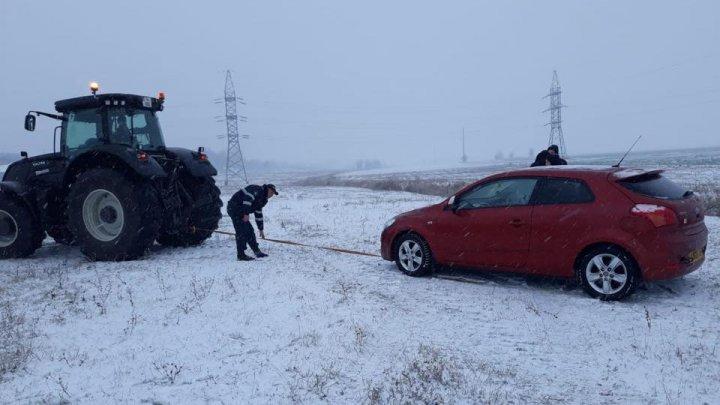 Primele ninsori în țară au provocat 32 de accidente. Două persoane au murit, iar 38 au fost rănite