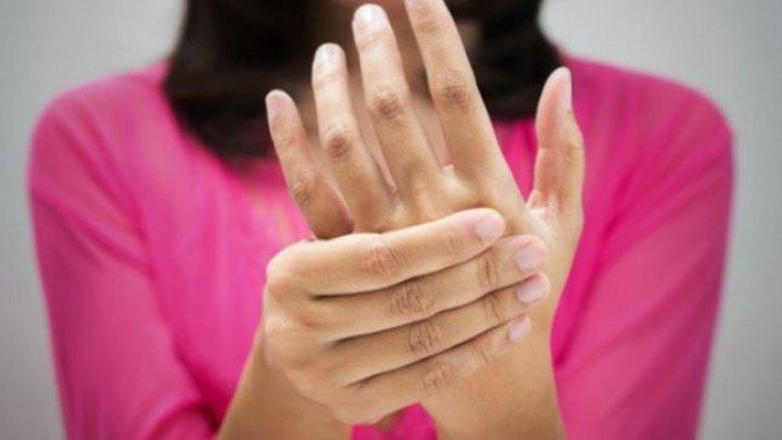 Bine de ştiut! Ce este sindromul Morton, anunțat de amorțeala degetelor