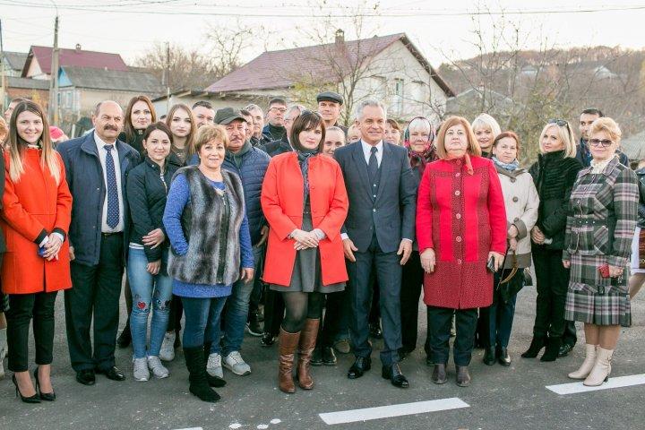 Drumuri Bune pentru Moldova: Aproximativ 20 de kilometri de drum au fost REPARAŢI în oraşul Hânceşti (FOTO)
