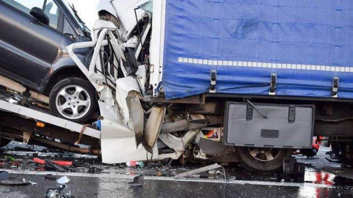 Un şofer român a murit în condiţii cumplite, după un accident grav pe o autostradă din Germania