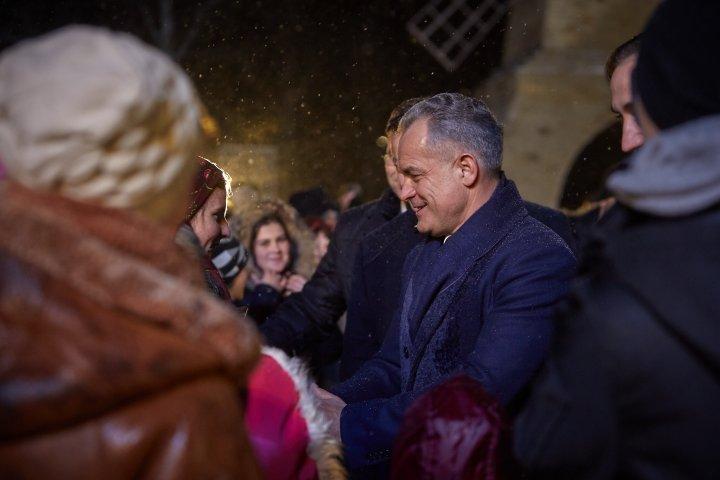 Chef şi dispoziţie bună la Grozeşti şi Cioreşti. Vlad Plahotniuc a venit cu mesaje de felicitare pentru localnici (FOTOREPORT)