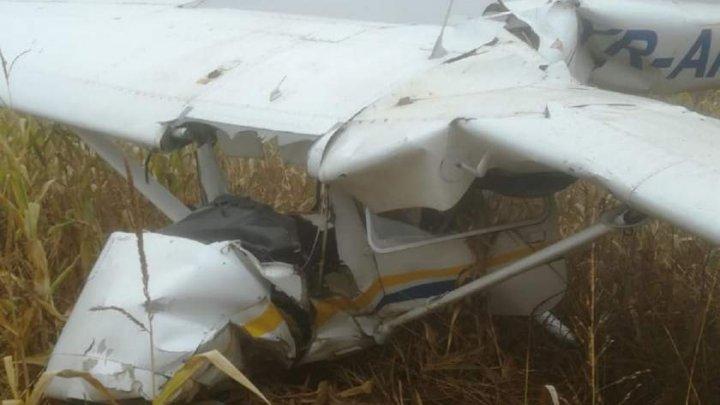 ACCIDENT AVIATIC în România: Un avion s-a prăbuşit la Topoloveni. Autorităţile au intervenit de urgenţă